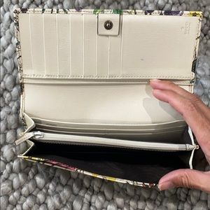 Gucci Bags - Authentic Gucci White Flora Print wallet.